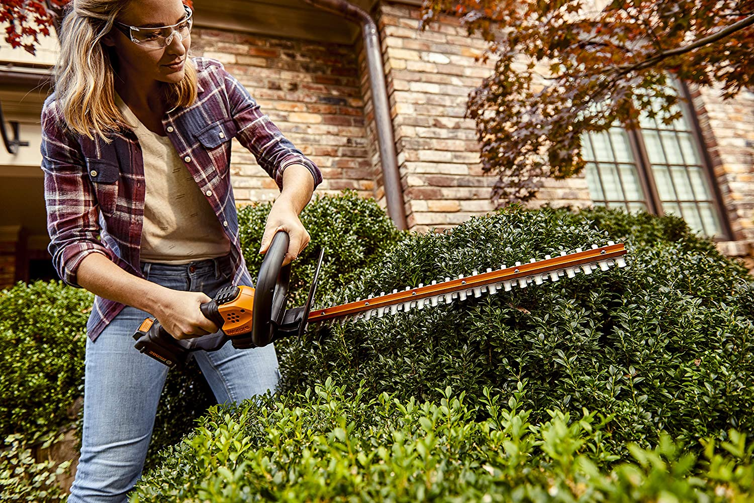 Worx WG261 Power Share Cordless Hedge Trimmer blade size